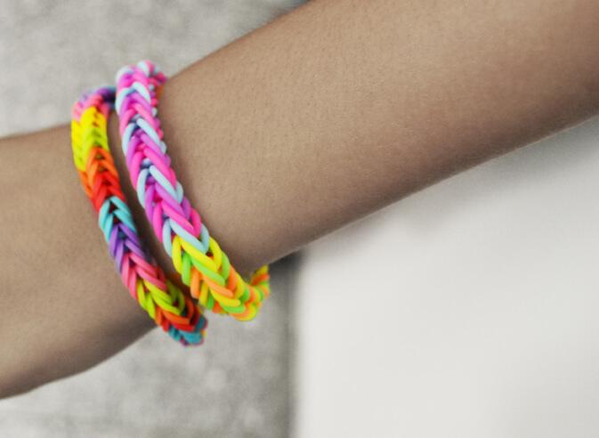 Rainbow-Loom Armband knüpfen