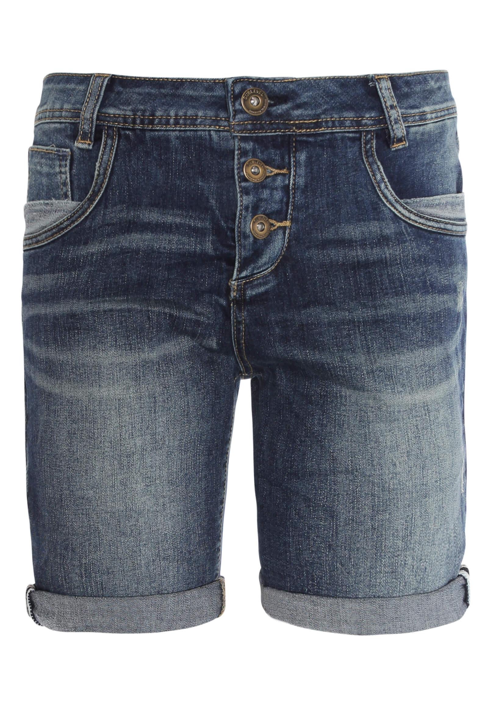 Kurze Jeans mit tiefem Schritt