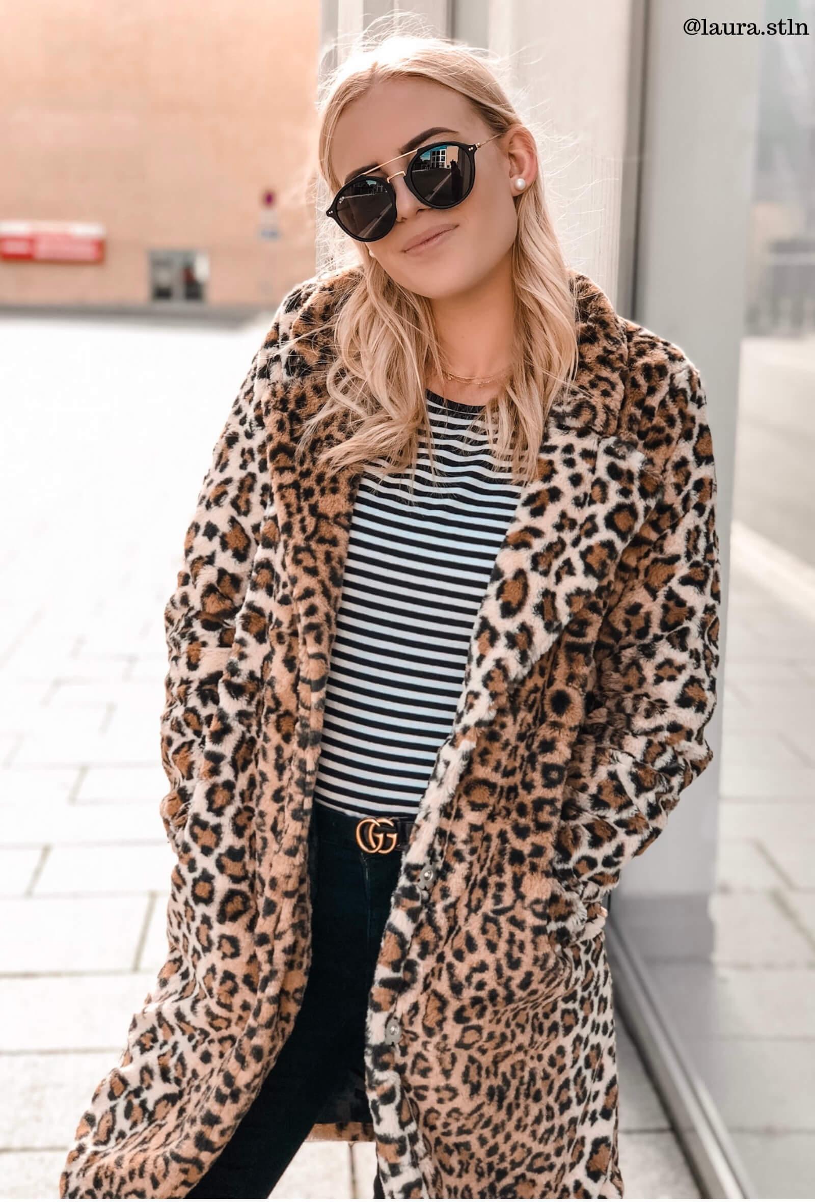Blogger Look im Mantel mit Leoparden-Muster