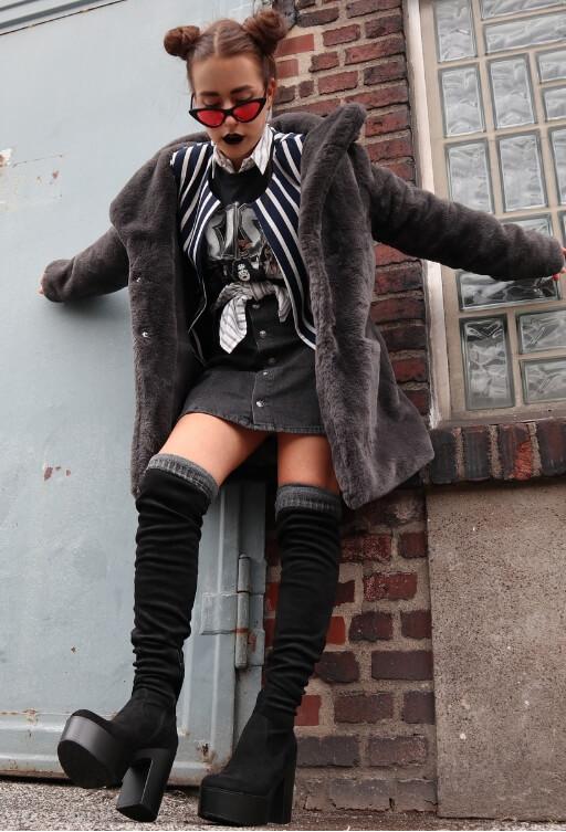 Grunge Outfit mit Pelz-Mantel